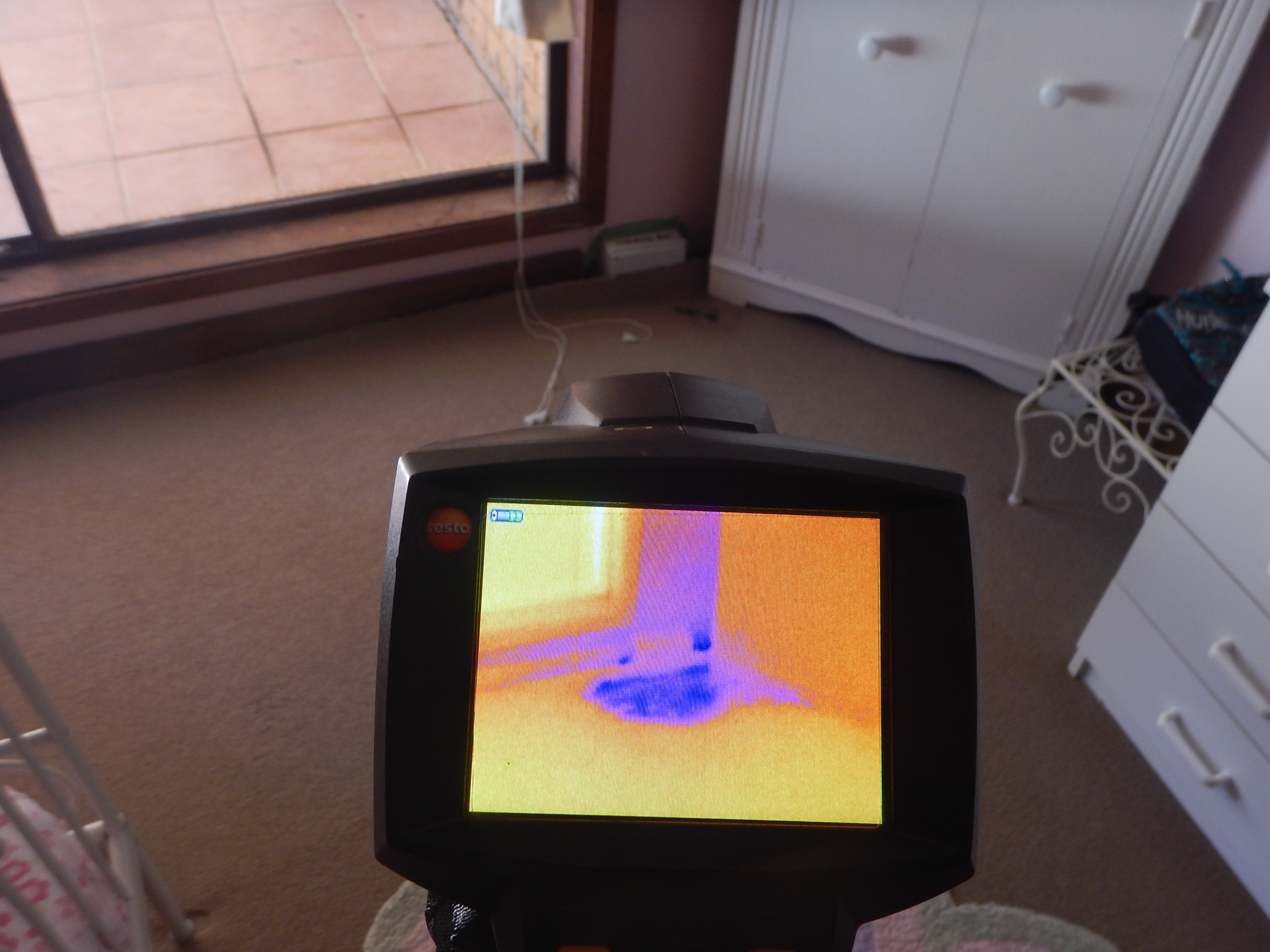 Thermal cameras are used during a building and pest inspection in Sydney properties to find termites and leaking. Also known as infra red or thermography